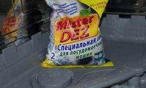 Куда и как засыпать соль в посудомоечную машину: запуск в первый раз